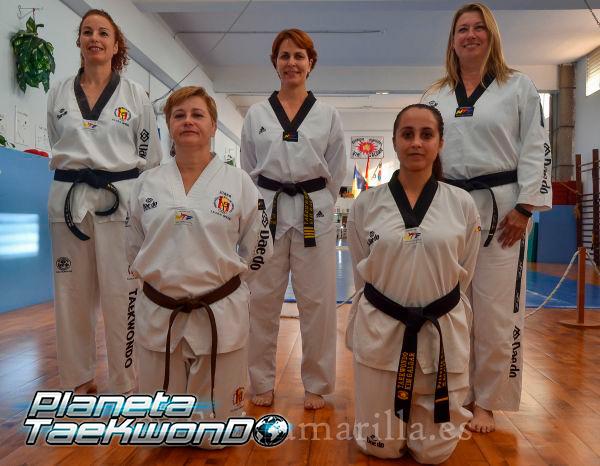 De pie: Fabiola Mederos, Rosi Suárez y Hanna Kujansuu; de rodillas: Juana García y Priscila Sosa (C. Torres)